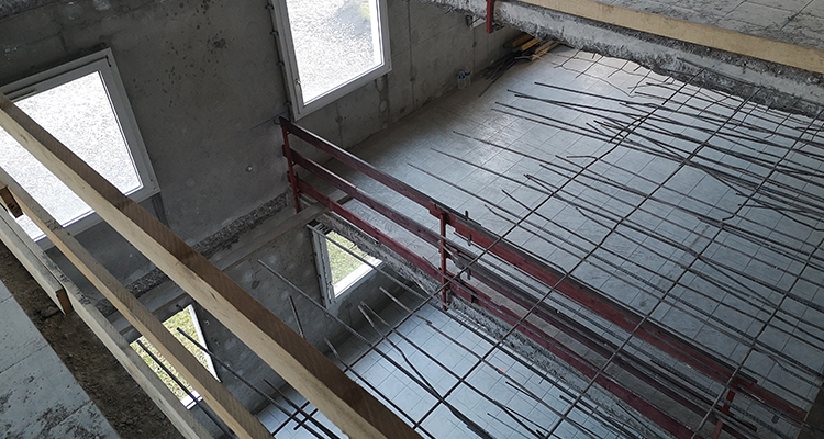 Ouverture pour laisser place à un futur escalier - vue du 3ème étage